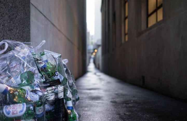 bolsa-de-basura-en-la-calle