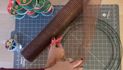 Cutting wire mesh for elf wreath