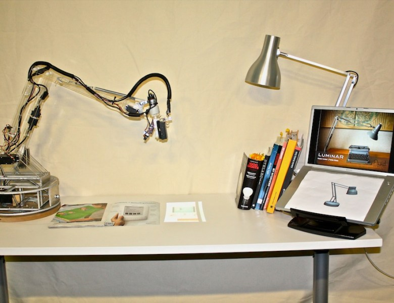 LuminAR, la lampe intelligente par le MIT Media Lab
