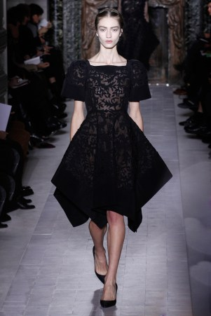 valentino-couture-spring-2013-32_172027723445