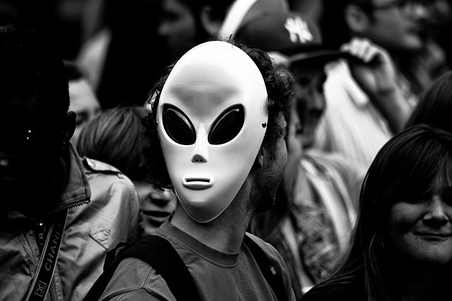 640px-Techno_alien,_Techno_parade_2011