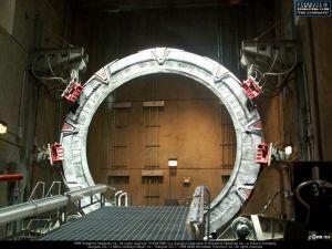 La scenografia (senza effetti speciali) dello Stargate.Non si somigliano per niente.
