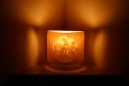 Una sua lampada di marmo.