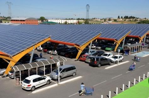 Un esempio di parcheggio fotovoltaico in un supermercato (fonte internet)