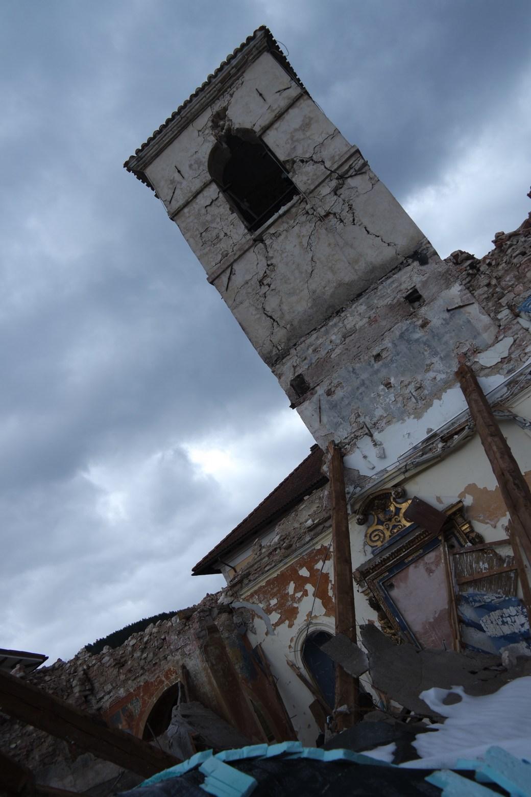 chiesetta crollata alle porte di Visso - foto Marco Costarelli