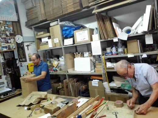 La bottega dell'imballo - GIanfranco e Domenico Lombardo a lavoro