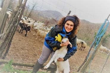 Barbara con un agnellino che la seguiva ovunque