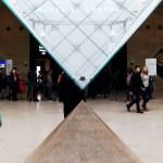 La piramide inversa in vetro sotto al Museo