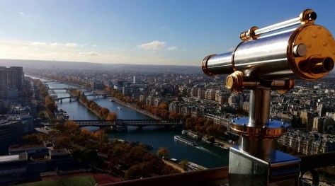 La vista dalla Torre un cannocchiale e la Senna