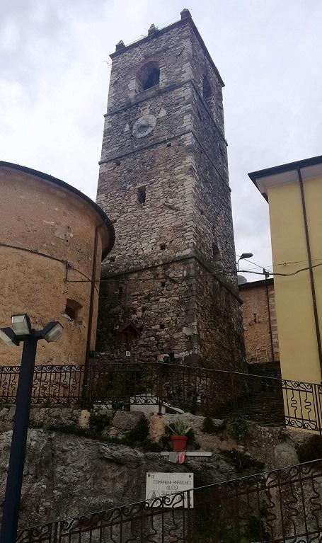 La torre del paesino di Colonnata.