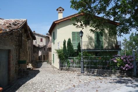 """San Martino di Fiastra - L'ingresso alla """"Zona Rossa"""""""