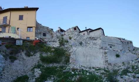 Castelluccio e nient'altro - Ruderi in attesa di ricostruzione.