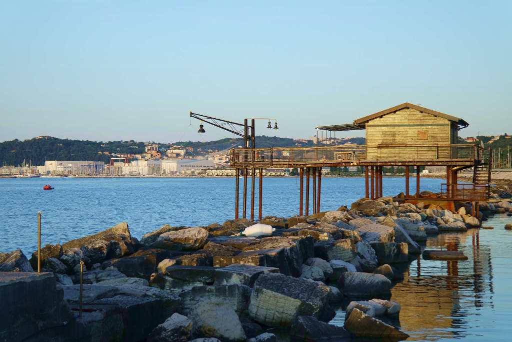 Ancona, quando il sole tramonta ad Est - trabucco al tramonto