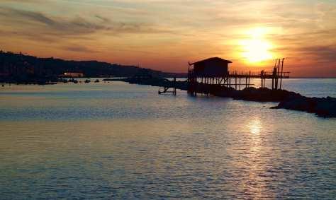Ancona, quando il sole tramonta ad Est - Tramonto sui Trabocchi