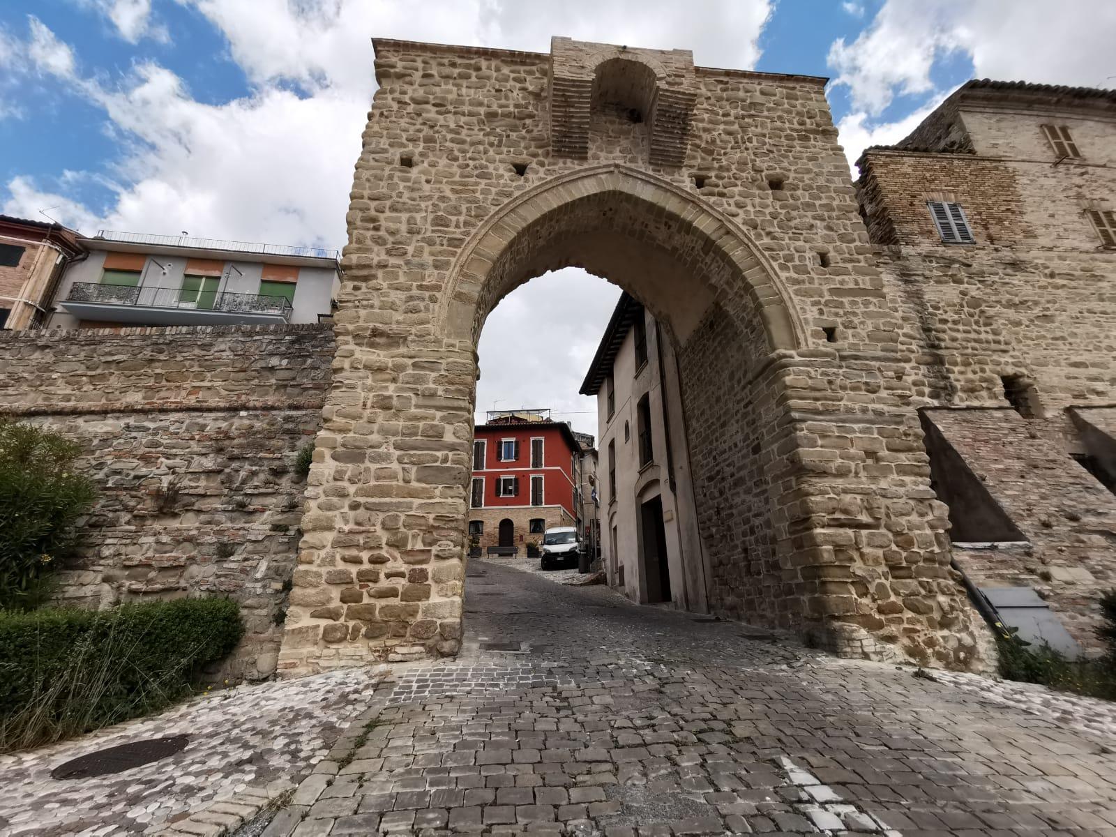 La Porta del Ponte, l'ingresso al centro storico – foto di B.Olmai