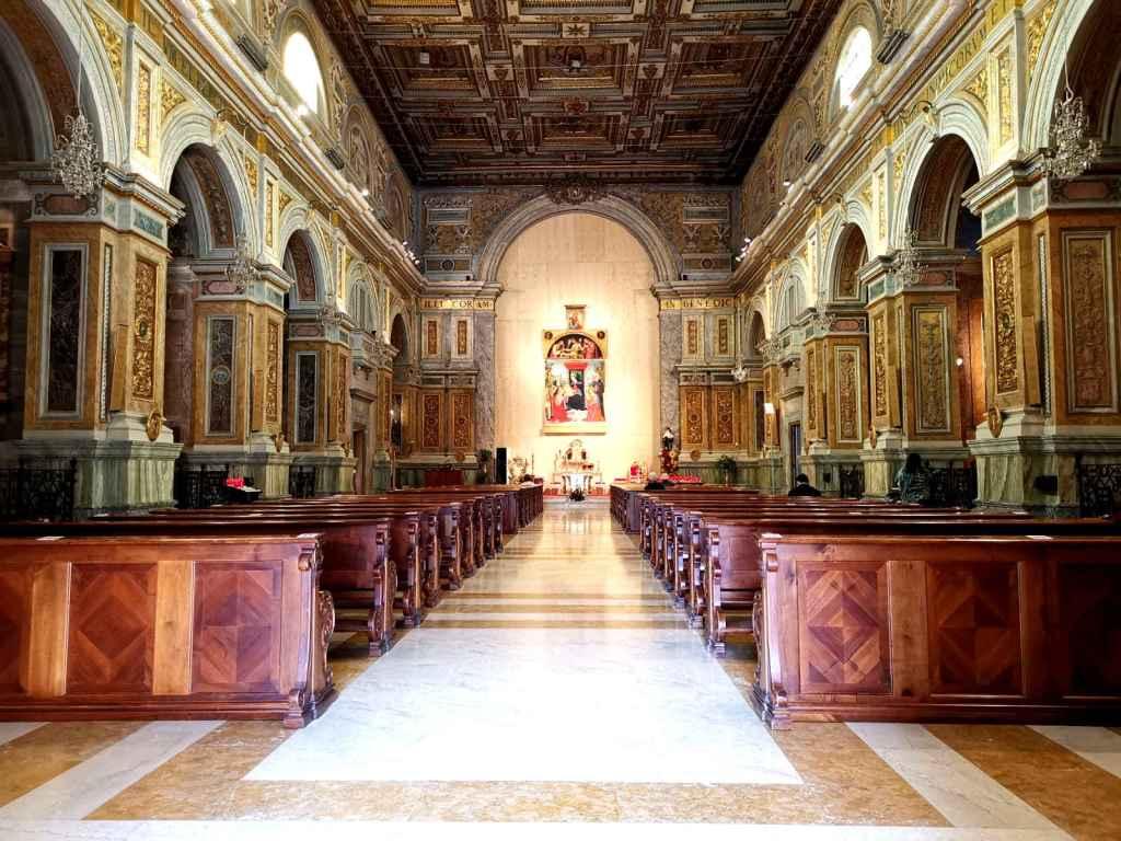 Fate i fioretti. Interno della Basilica ancora in splendida forma - foto di B. Olmai