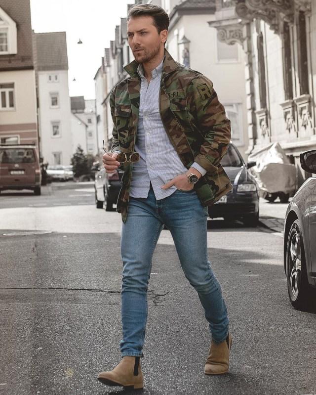 Outfit masculino: jaqueta parka e bota chelsea
