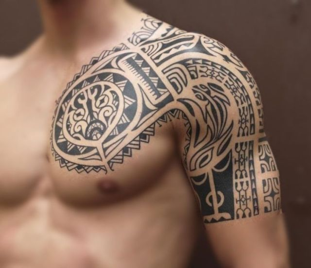 Tatuagem Maori no peito