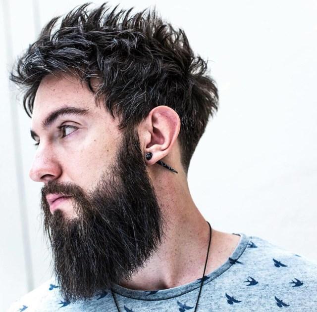 Barba quadrada e corte com textura