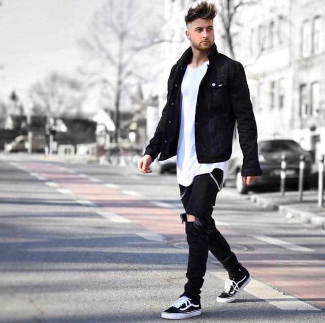 Jaqueta jeans e tênis Vans Old Skool