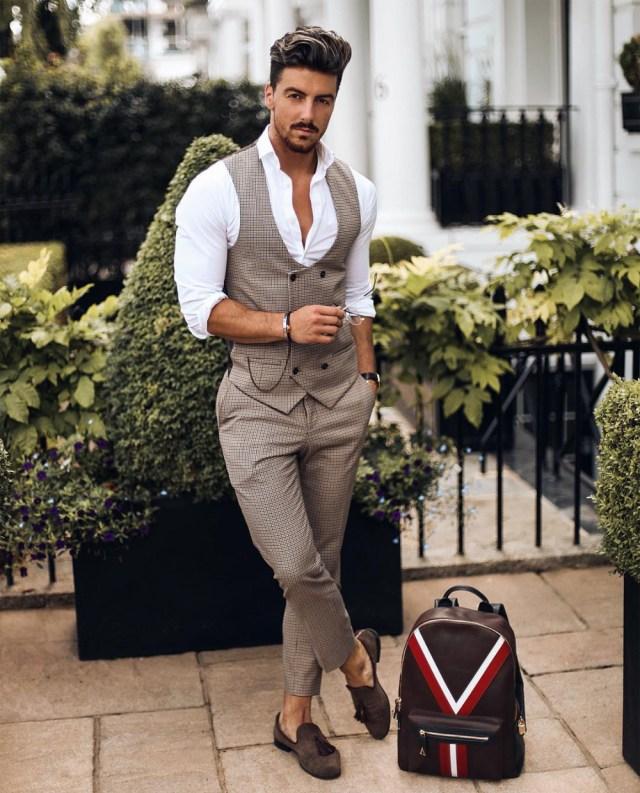 Rowan Row com roupa social