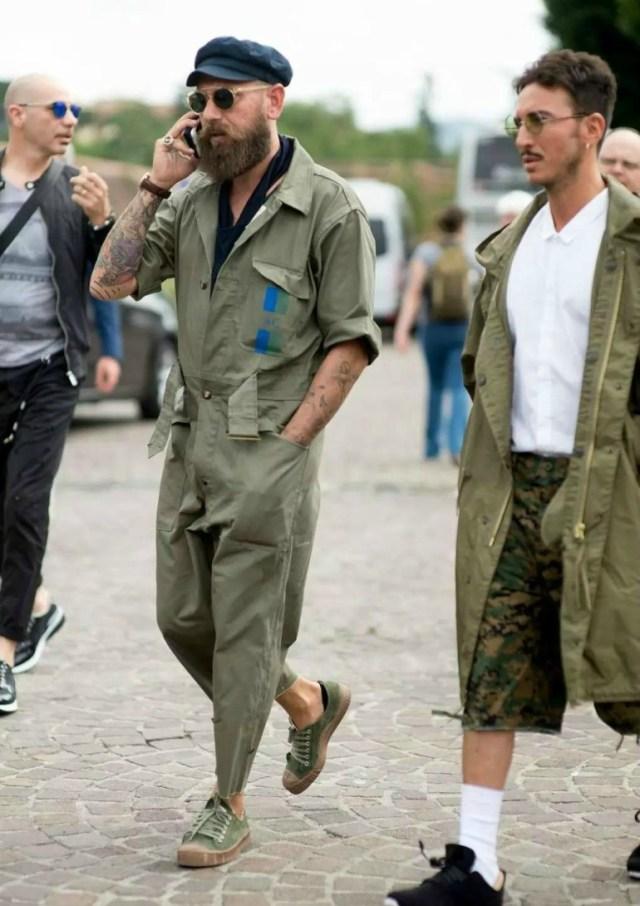 Look masculino com macacão verde militar