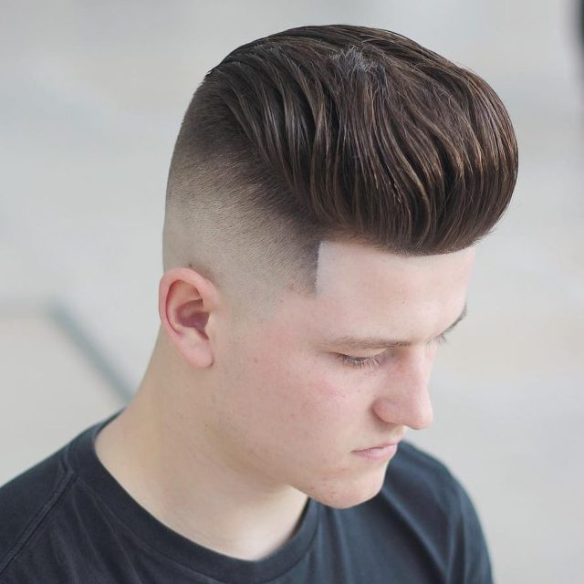 Corte de cabelo Pompadour com fade