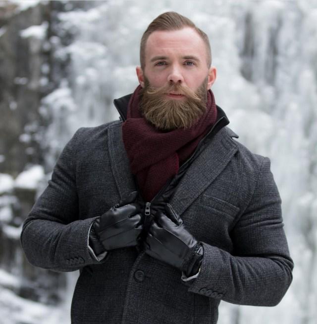 Barba cheia hipster homem moderno
