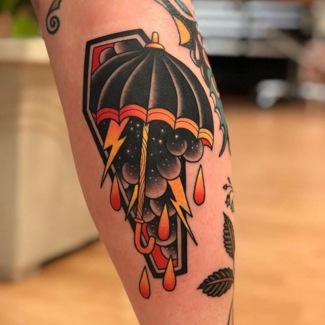 Tatuagem colorida de guarda-chuva