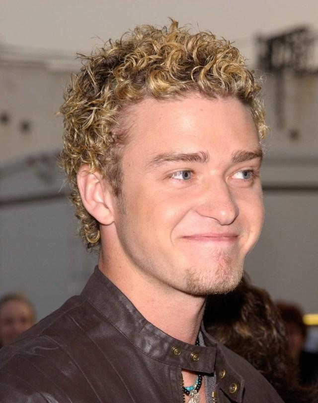 Justin Timberlake com cabelo cacheado