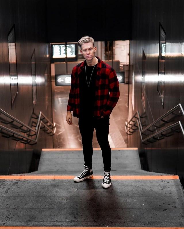 Moda masculina: look grunge com camisa xadrez