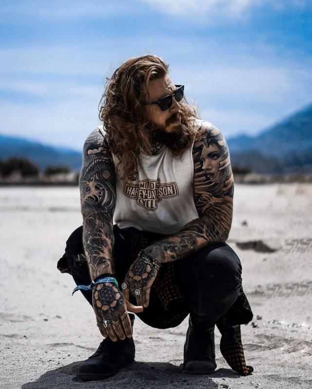 Homens tatuados devem usar protetor solar