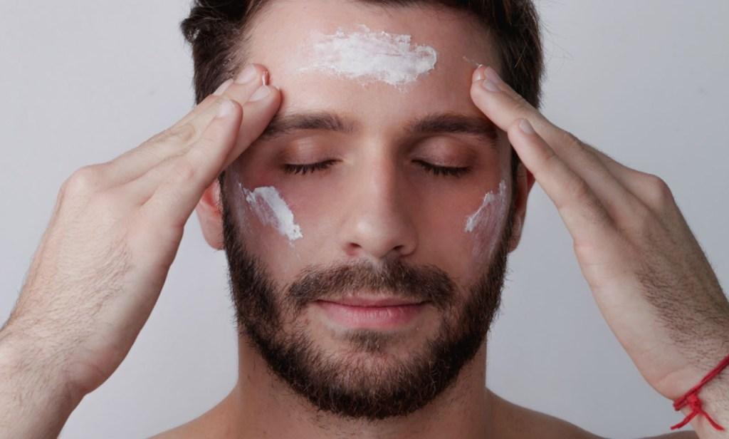 Esfoliação da pele do rosto