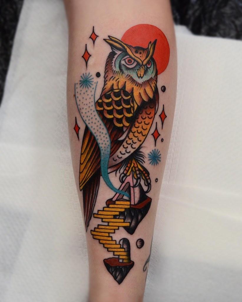 Tatuagem de coruja em Old School
