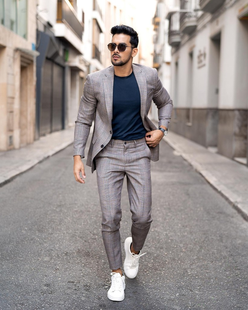 Roupa social masculina: costume cinza