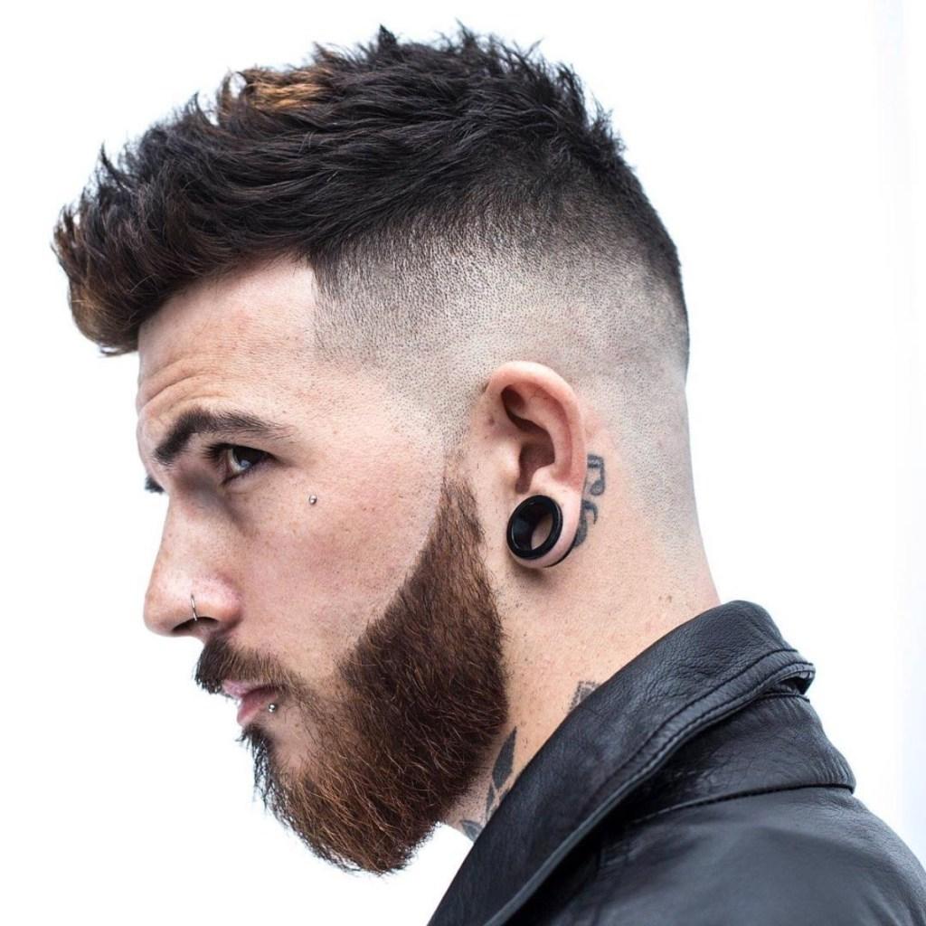 Piercing e alargador na orelha
