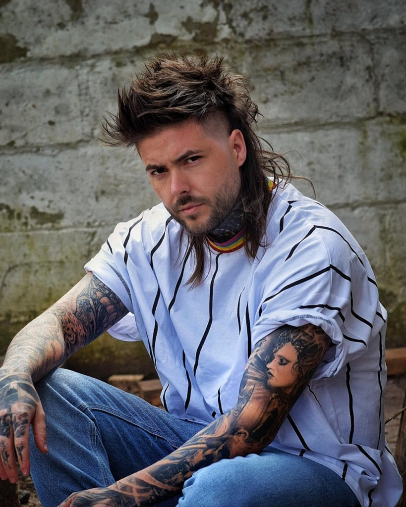 Corte de cabelo masculino moicano
