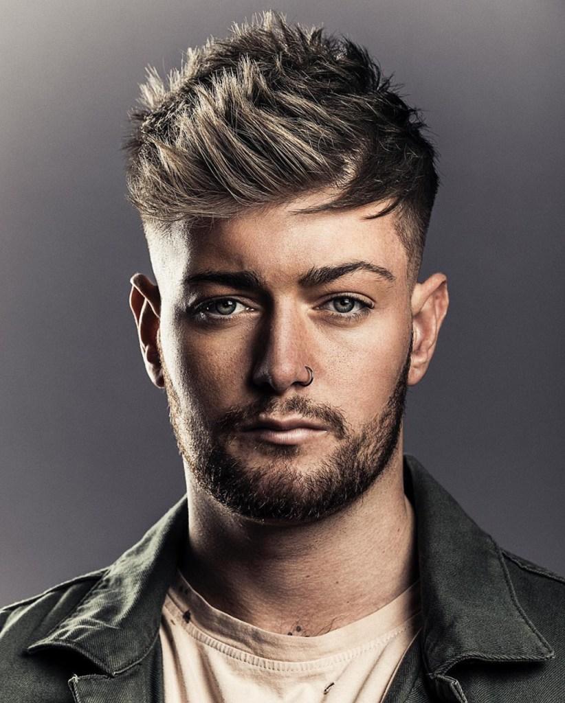 Penteados masculinos 2021: franja escovada
