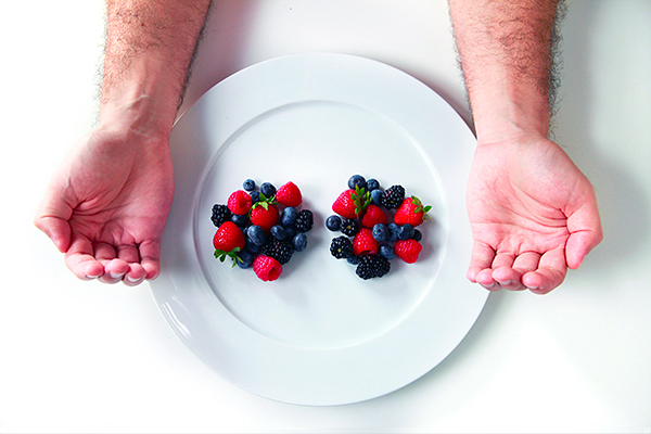 Precision-Nutrition_Palm-Sized-Portions_Berry-Example_Male