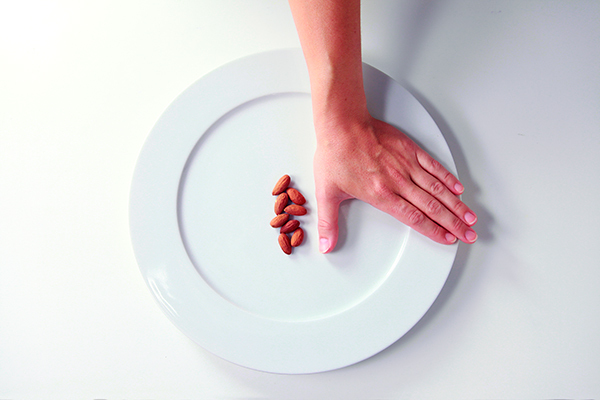 Precision-Nutrition_Palm-Sized-Portions_Nuts-Example_Female