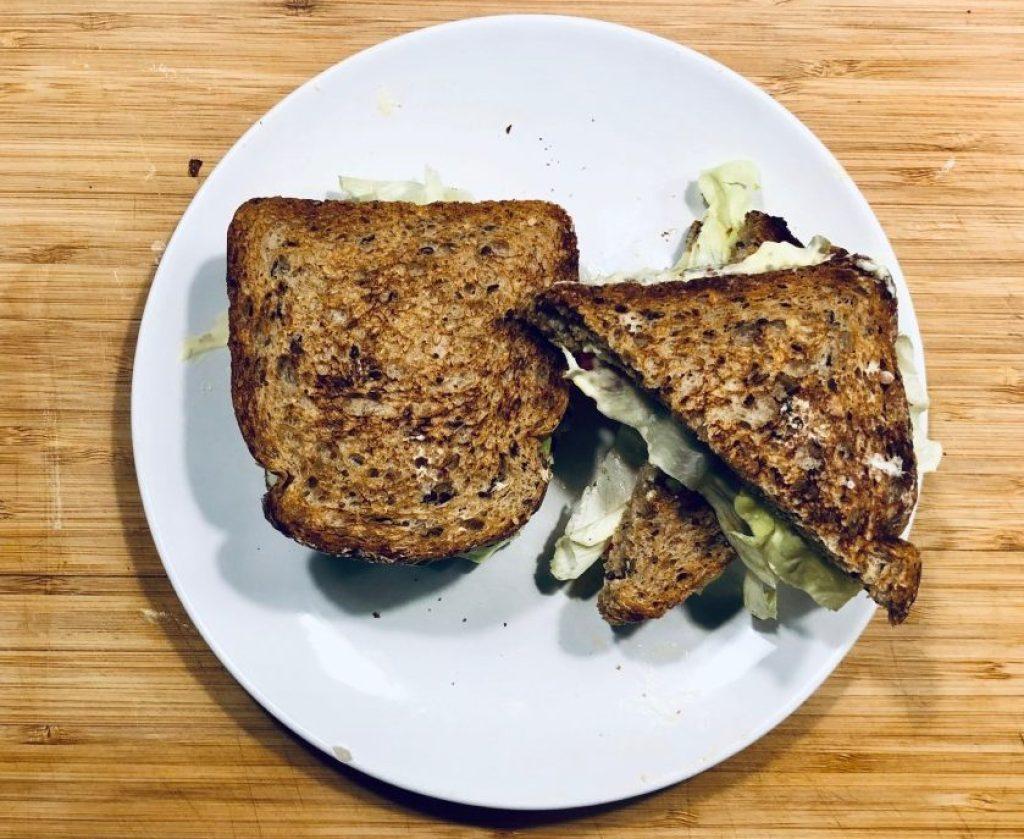 Toast con Insalata Cremosa