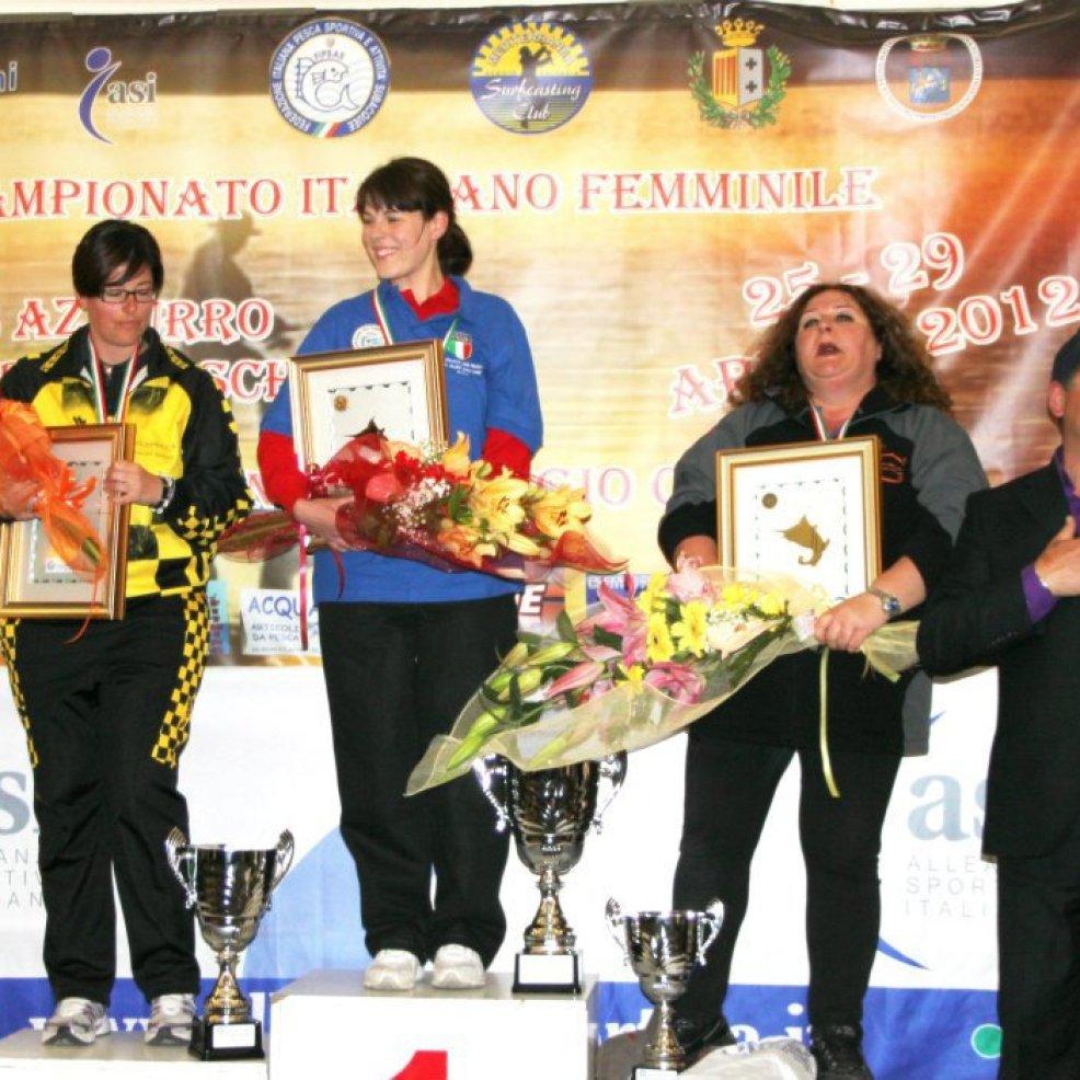 Podio Campionato Italiano Femminile Surf Casting istruttrice della scuola di pesca