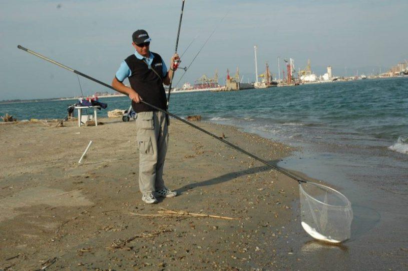 Molto spesso anche nelle lagune la pesca viene effettuata da spiagge create dalle correnti
