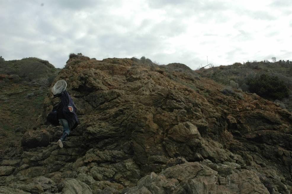 Pesca tori scalatori ed alpinisti per raggiungere le poste migliori