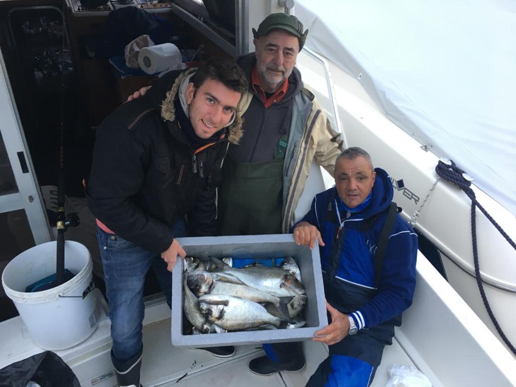 La pesca mirata alle orate, mesi adatti Novembre e Dicembre da effettuarsi sia nellla mezza che ne''intera giornata