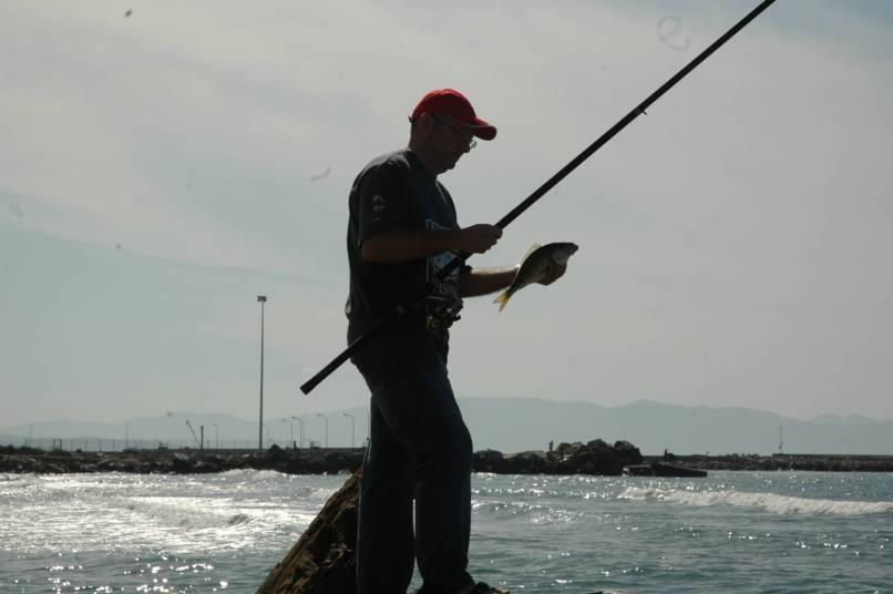 Il colore verdolino del mare è classico di fondali sabbiosi dove è possibile catturare delle belle mormore