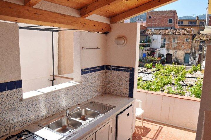 Appartamento per 6 e cucina esterna  Apartment for 6 people and external kitchen  Marco Polo