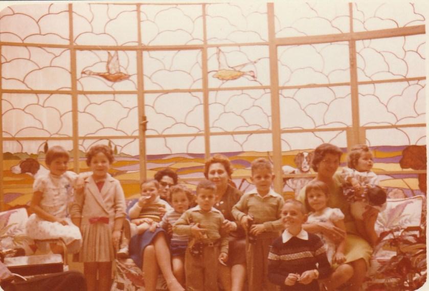 Foto familiar con abuela Rosa aproximadamente 1960