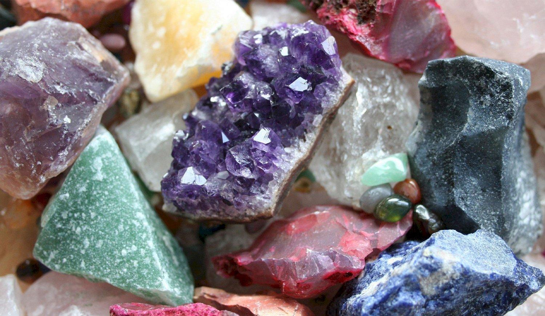 La energía mágica curativa y espiritual de cristales y gemas