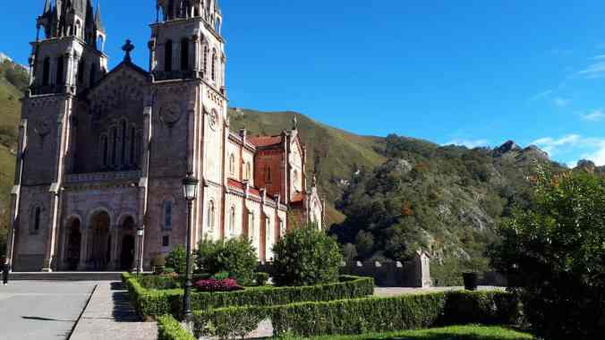 Picos_gigantes._De_Covadonga_ al_lago_Ercina.